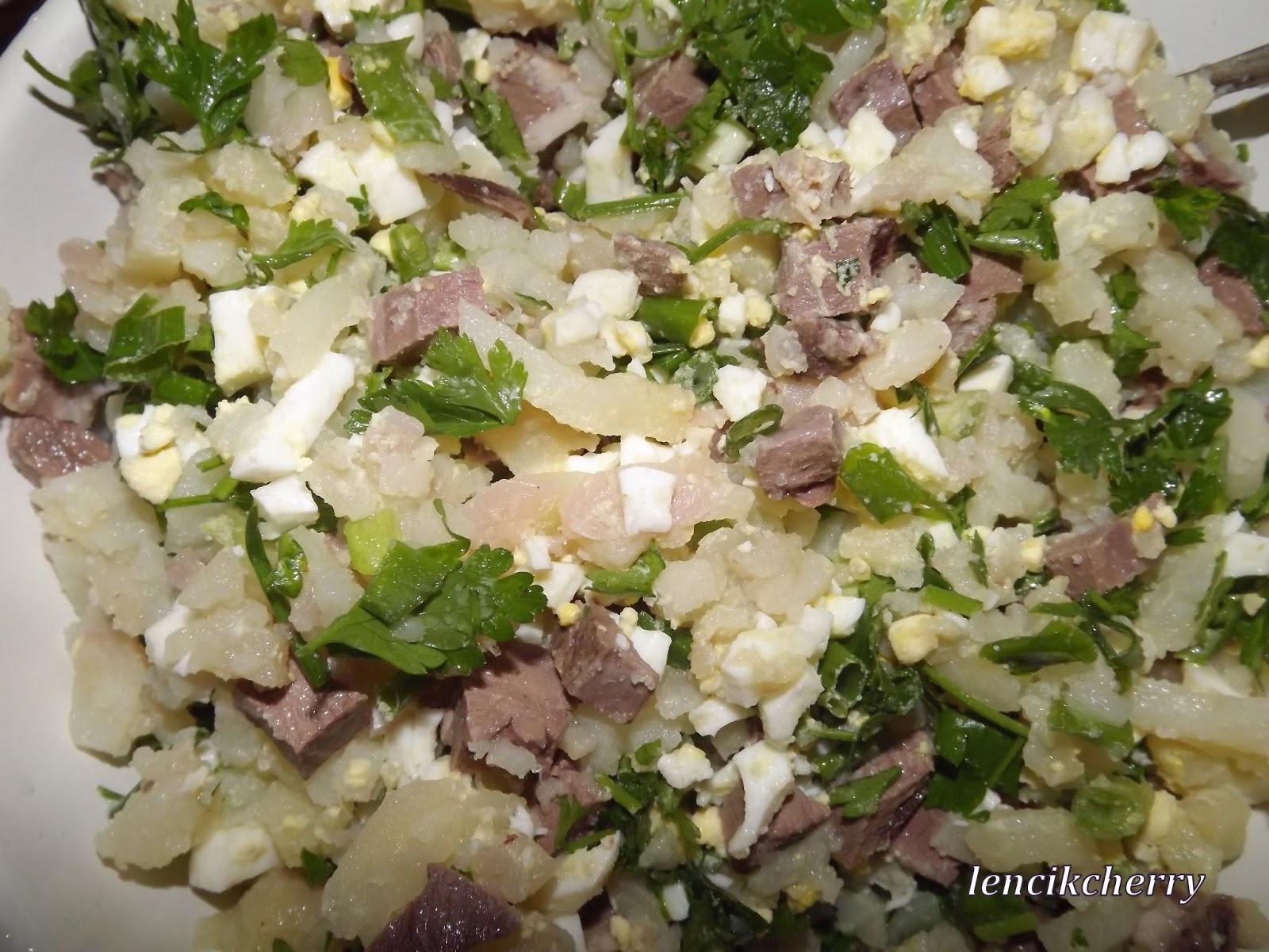 Салат с говяжьим сердцем и солеными огурцами