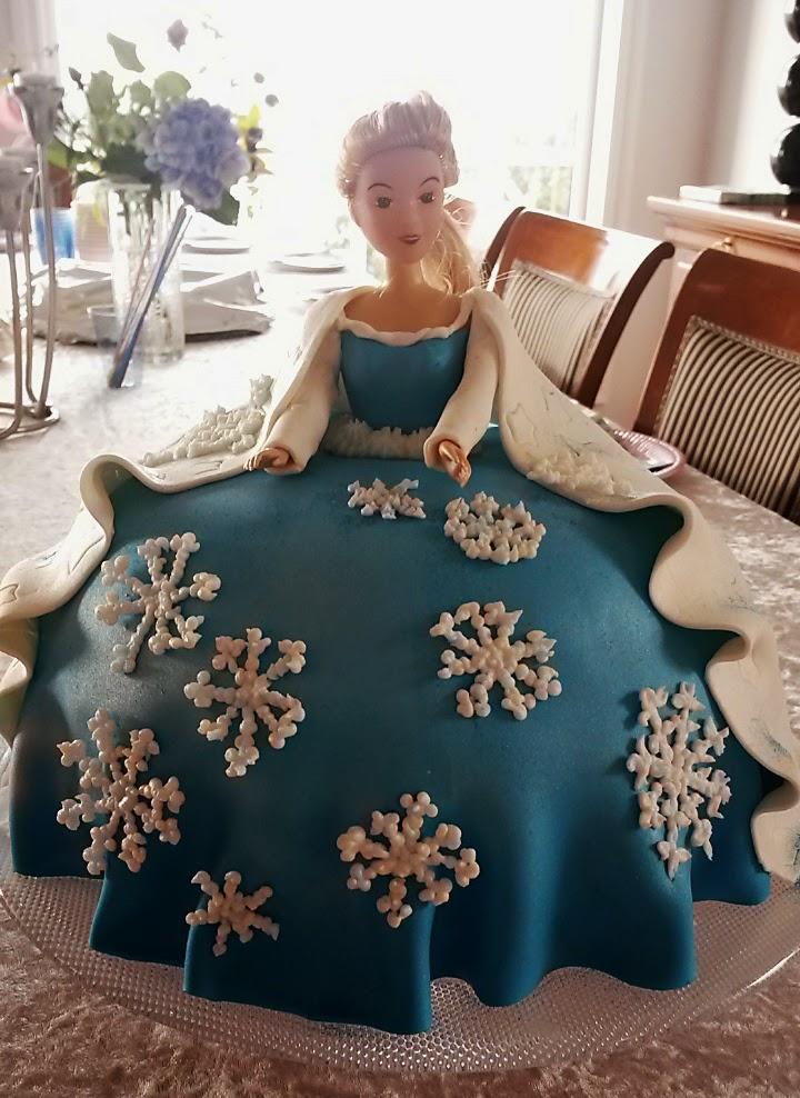 Dronning elsa venter på gjestene