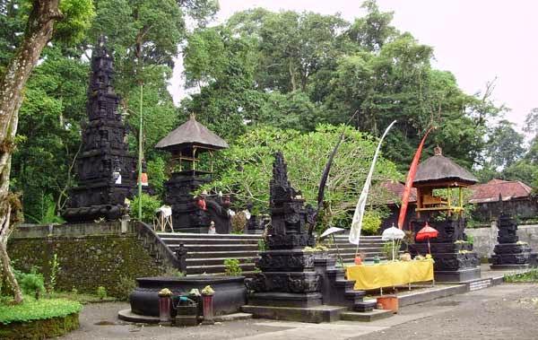 Pura Suranadi Lombok Barat