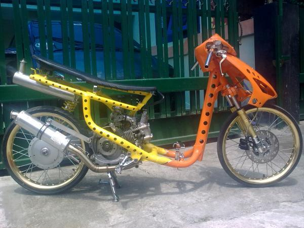 Yamaha Mio Drag Bikes with Yellow and Orange Painting - Motor Drag  title=