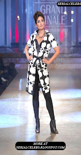 Kareena Kapoor at Lakme Fashion week 2012