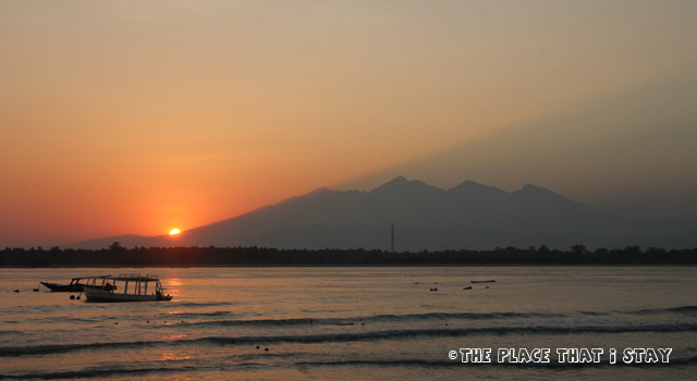 Gili Trawangan - Laguna Gili Beach Resort - Watching the sunrise (with the silhouette of Mount Rinjani)