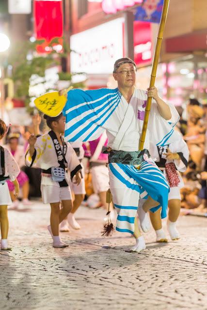 三鷹阿波踊り、八王子千人連の高張提灯持ち手