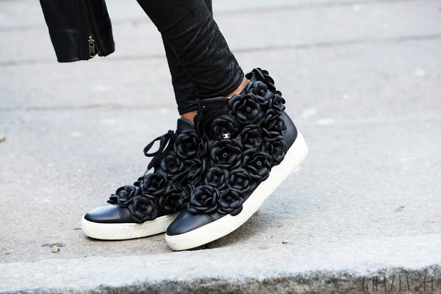 london fashion week streetstyle look, chanel sneakers, flower peonies sneakers,, diy, fashion diy,