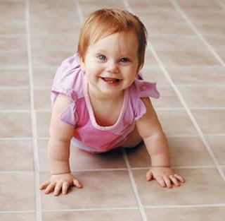 طفل يحبو- بالفيديو طفل يحبو -فيديو طفل يحبو على اليوتيوب- طفل جميل يحبو - crawling baby-baby crawling  crawling baby
