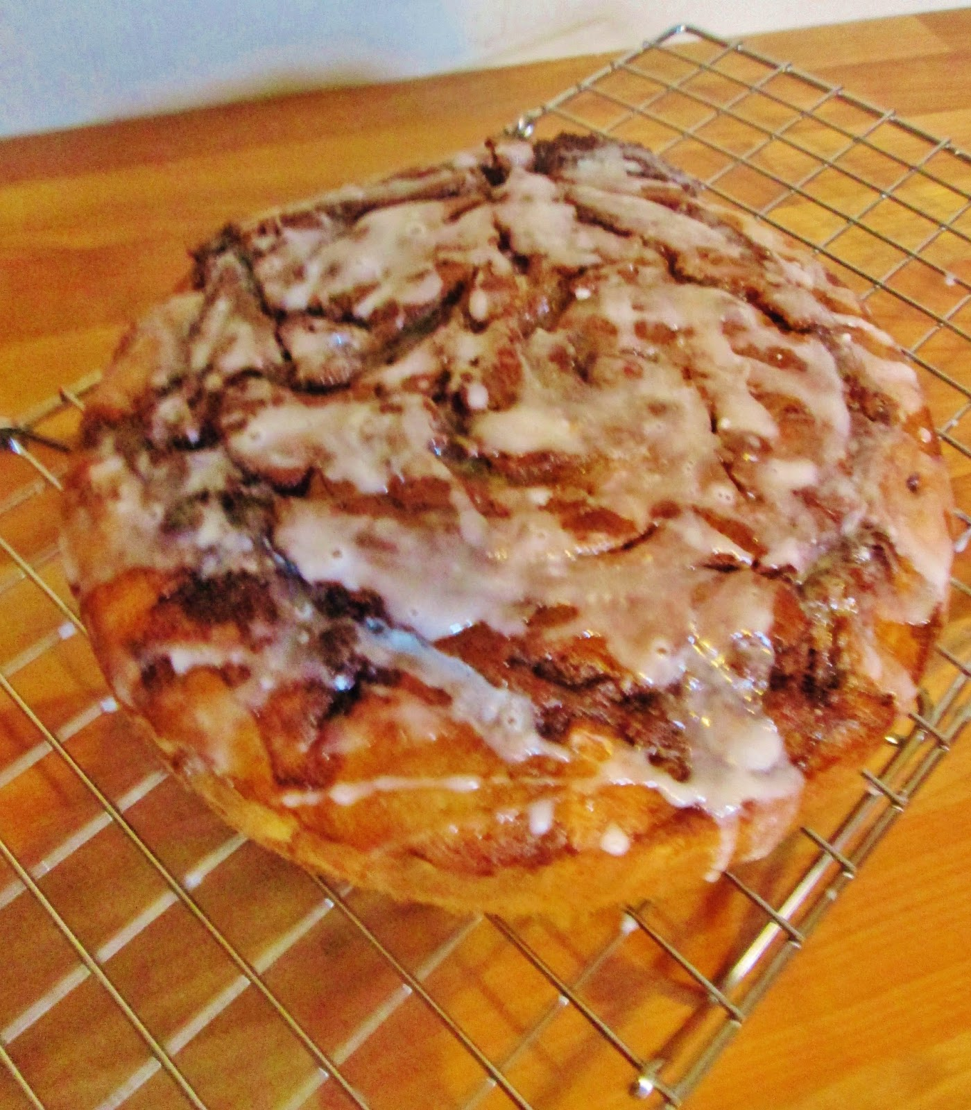 themessykitchenuk.blogspot.co.uk/2014/06/cinnamon-bun-cake.html