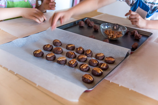 Raw chocolate pekan bites making chocolate pekan bites