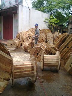 Trục cuộn dây điện bằng gỗ keo