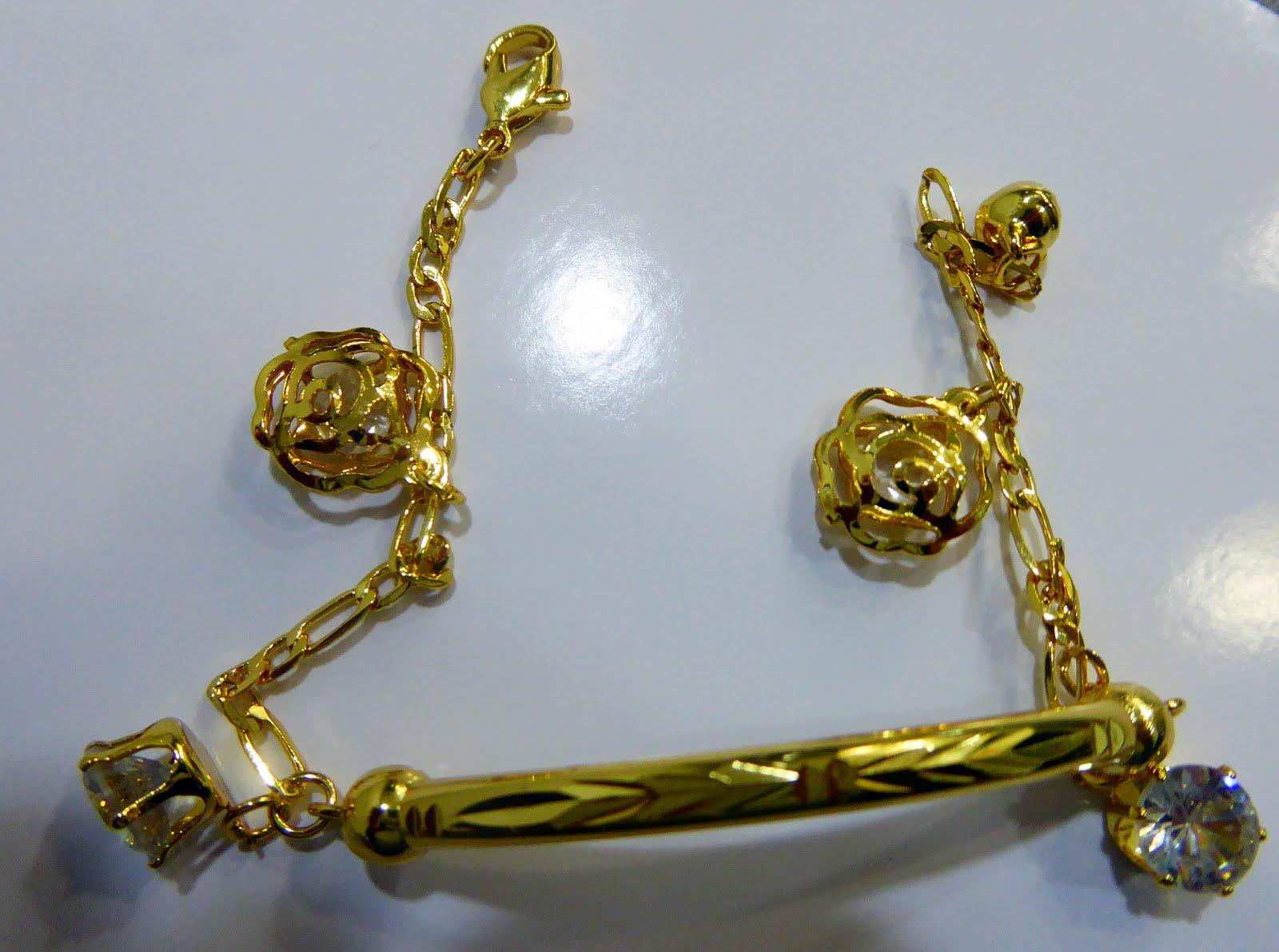 Pulsera acero dorado con colgantes