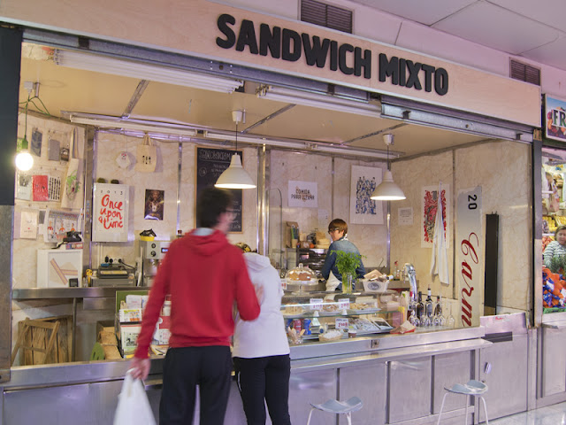 SANDWICH MIXTO, local