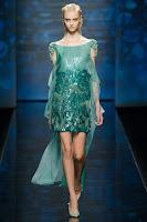 зелена къса рокля с шлейф