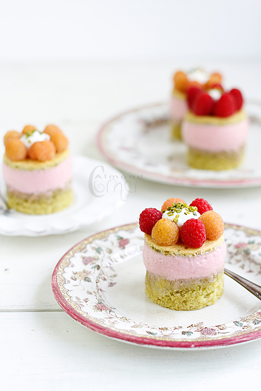 ... : Raspberry mousse on pistachio sponge with faisselle and raspberries