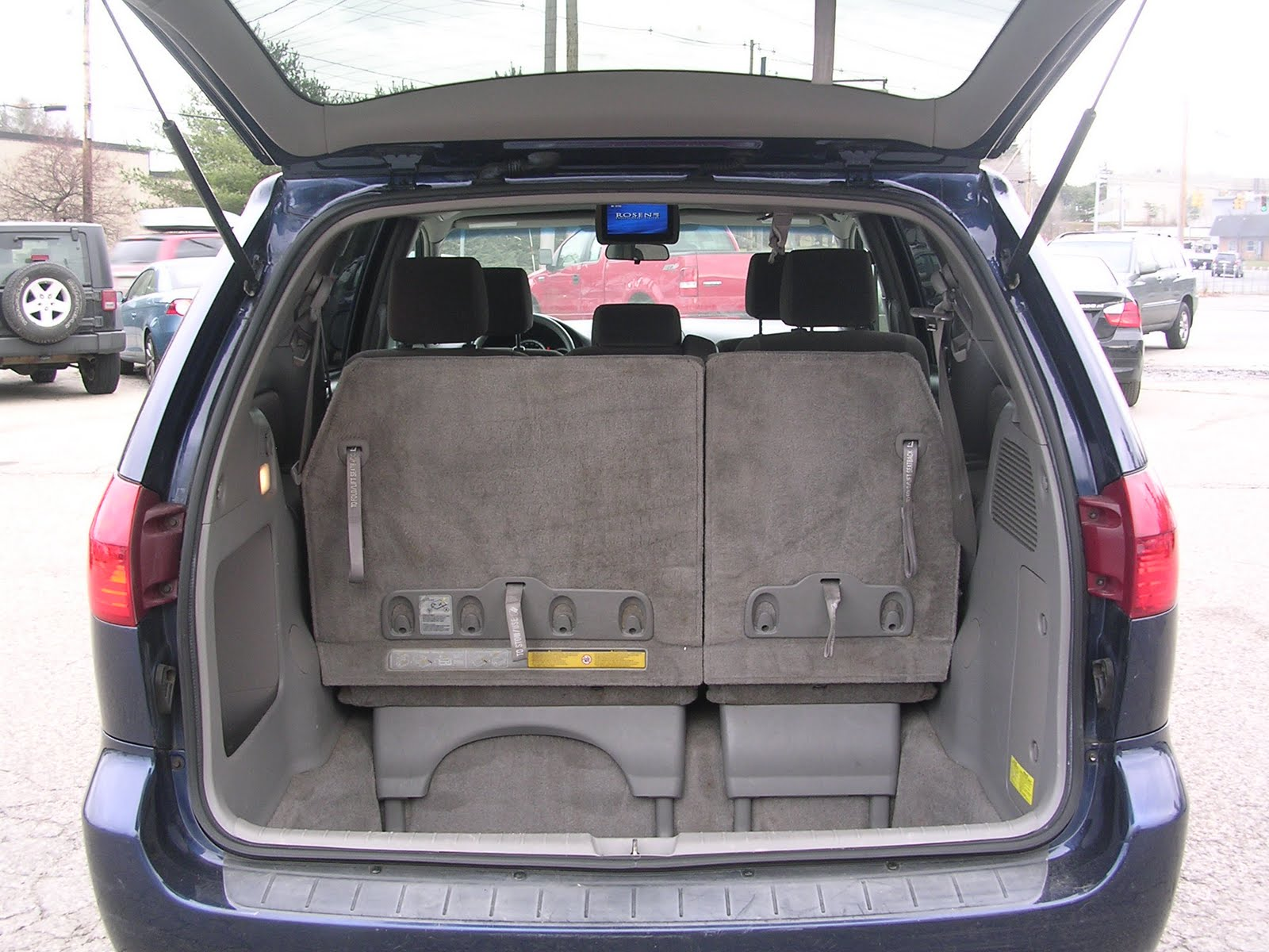 Autos: Http://autos.yahoo.com/toyota/sienna/2005 /le Fwd With 8 Passenger Seating/reviews/