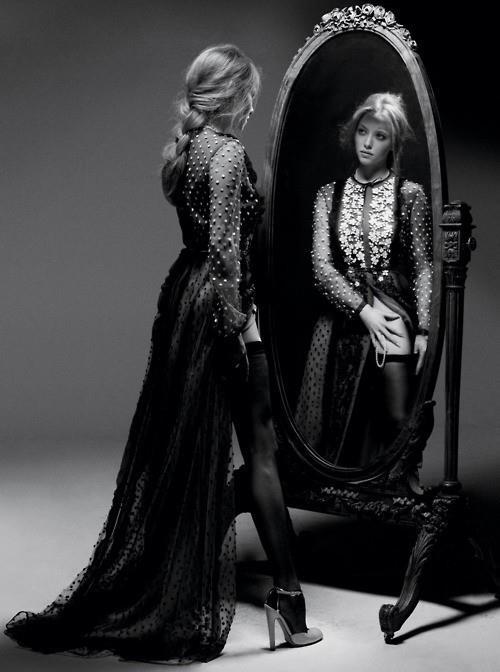 Stileggendo spunti di vista donne allo specchio - Ragazze nude allo specchio ...