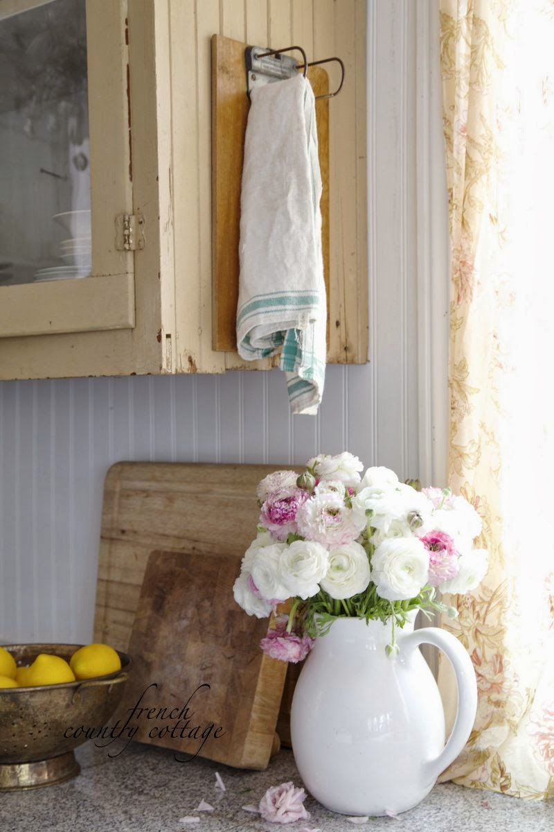 Vintage Towel Holder French Country Cottage