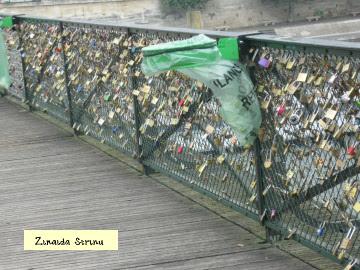paris-podul-artelor-cu-lacatele-inimilor