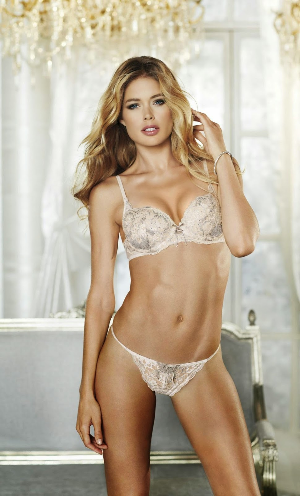 Doutzen Kroes a tease many men, it is because of the appearance of Doutzen Kroes are sexy also talk with adults who are tempting. Doutzen Kroes has a husband who likes to blind jealousy, this is because Doutzen Kroes had been having an affair with famous celebrities, celebrities such as Tom Cruise. Doutzen Kroes is a beautiful goddess with the charm of a powerful sex for men.