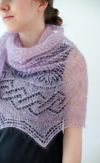 Tracery Shawl pattern by Katya Frankel