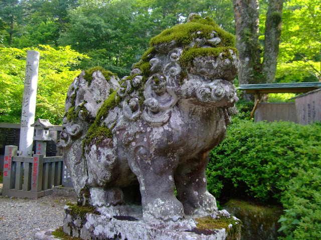 Guardian statue at Kobugahara Temple
