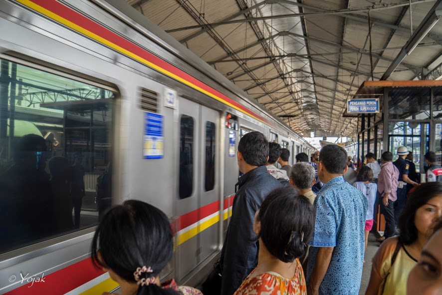 train à Jatinegara