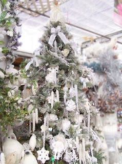 pohon natal, desain pohon natal, pohon natal salju, pohon natal putih, gambar pohon natal