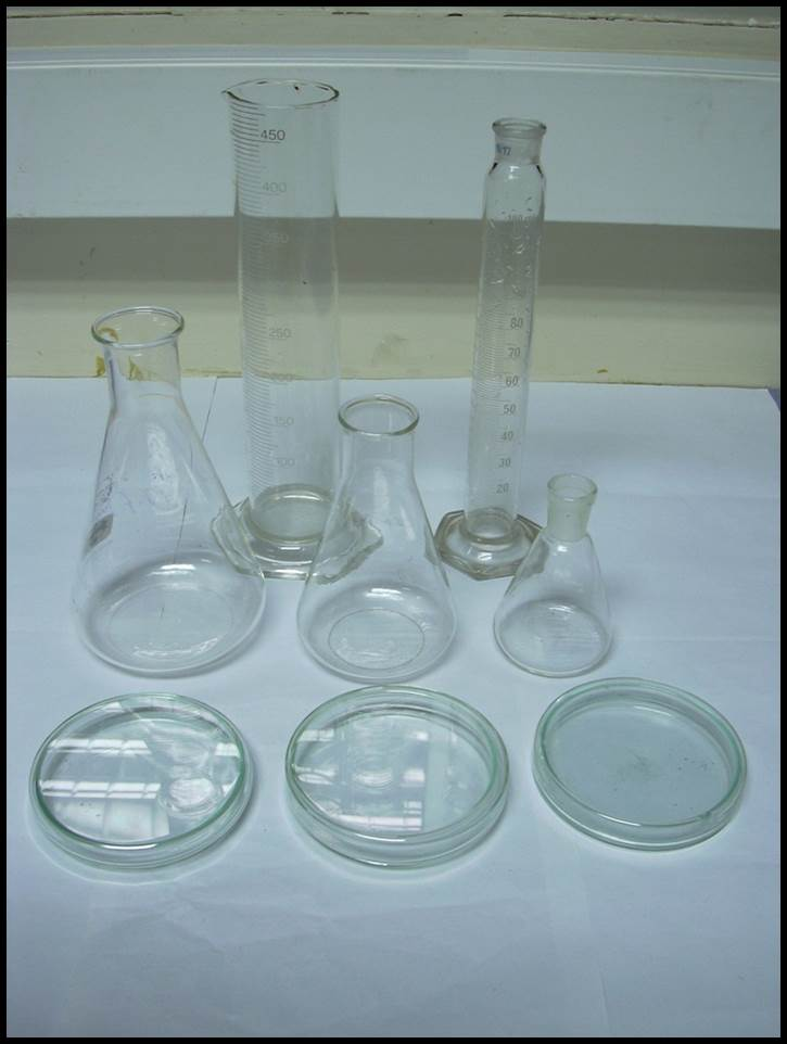 Petridishes,Conical flasks & Measuring cylinders for preparation of media