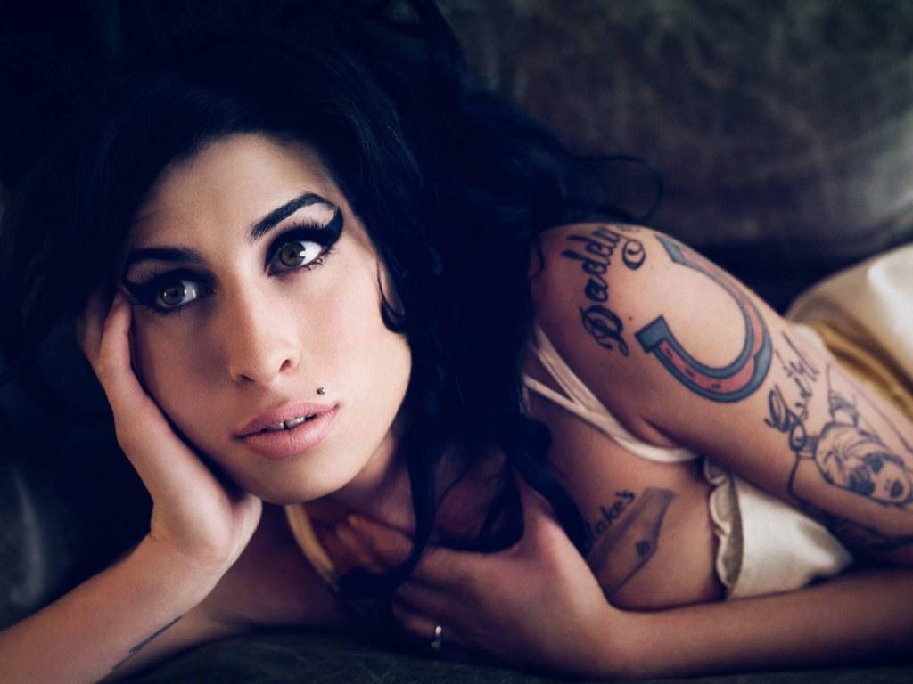 http://4.bp.blogspot.com/-uP2o9rZsHlc/TxpiLM0vC_I/AAAAAAAAONA/l6tgCLsOlho/s1600/Amy+Winehouse+%25286%2529.jpg