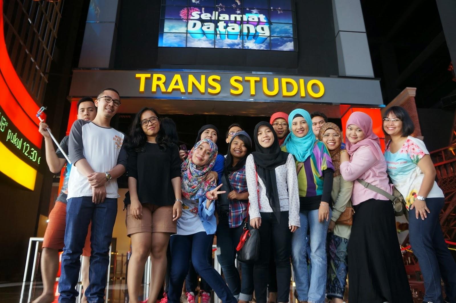 Through Her Eyes 2014 Tiket Trans Studio Bandung Tour Akasia Organizer Namun Untuk Kali Ini Saya Tidak Bisa Menolak Karena Wisata Ke Merupakan Salah Satu Acara Yang Termasuk Dalam Outing Kantor