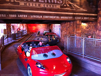 Radiator Springs Racers Cars Land Carsland loading station