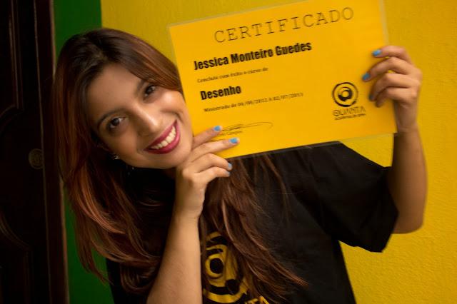Jéssica Guedes e seu certificado de Desenho - Quanta Academia de Artes