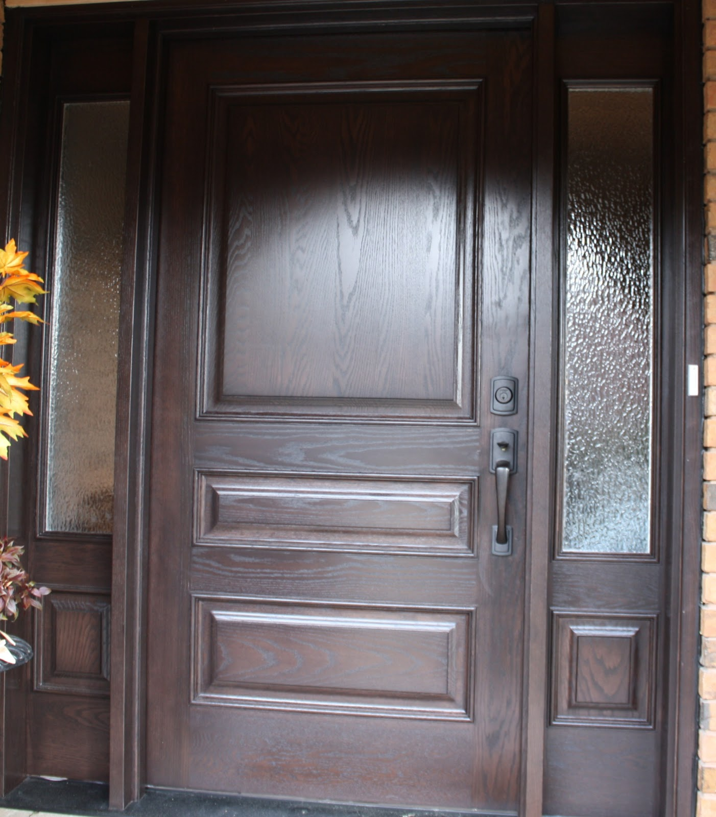 Here is one we recently completed in Mississauga last week where we stained the front door and applied a clearcoat to give it a great finish. & Toronto Custom Concepts Blog: Front Door Finishing