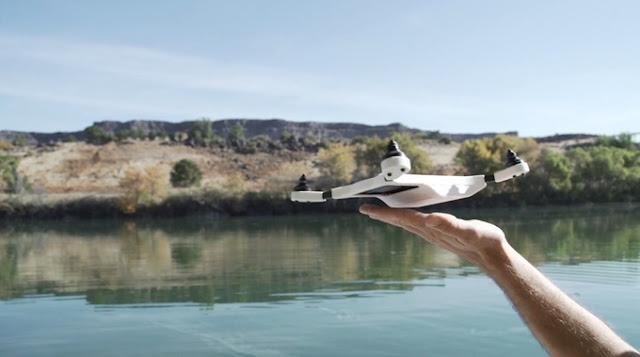 PhoneDrone Bisa Ubah Smartphone Jadi Drone