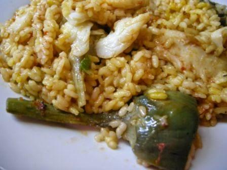 Paella De Arroz Con Verdura Y Pescado