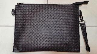 gambar tas clutch bag warna hitam untuk pria dan wanita