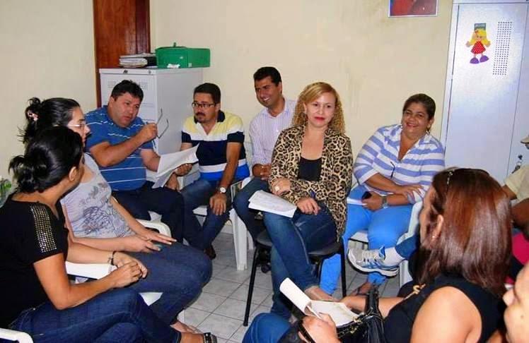 Funcionários da prefeitura em reunião sobre o Festival de Jericos de Panelas-PE