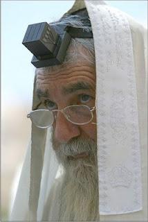 La divina geometría ( si es que hay alguna que no lo sea) Jew+cube+clack