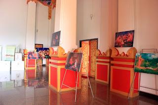 Exposição dentro Wat Neua Thatluang