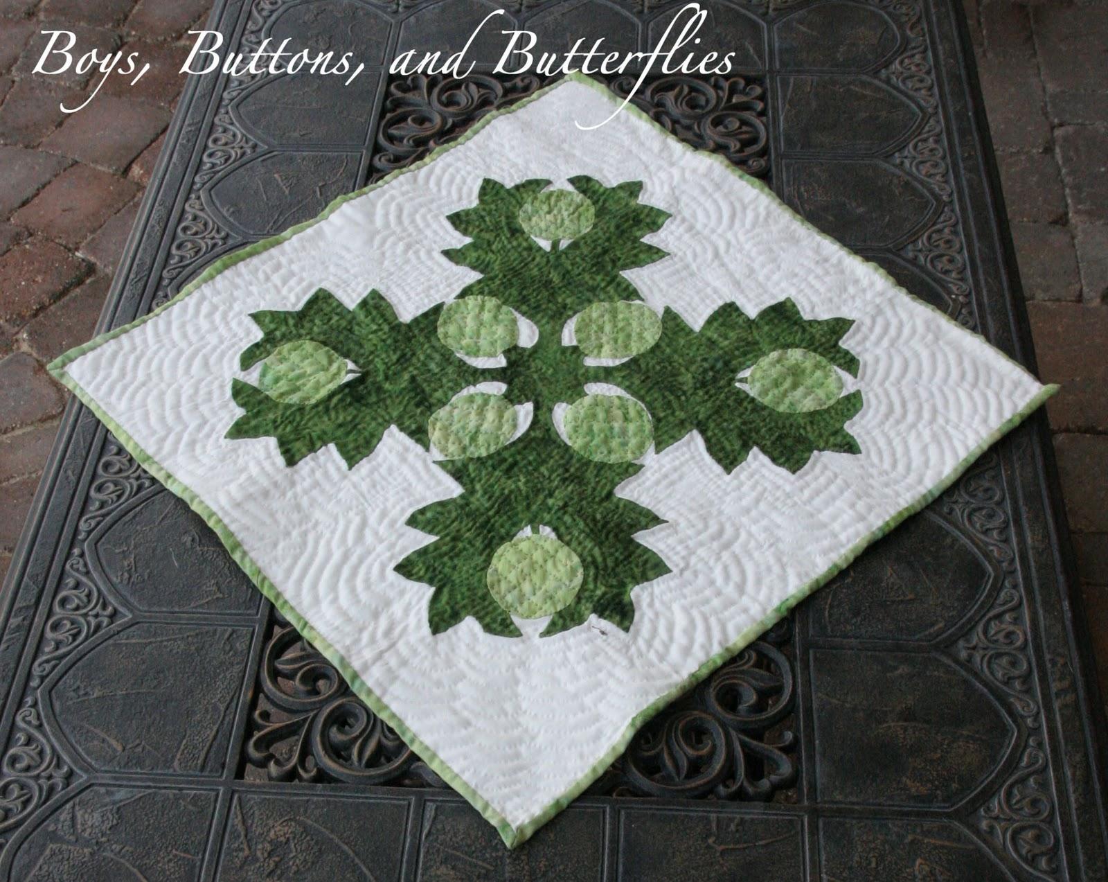Buttons and butterflies hawaiian quilt