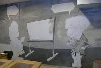 Mural przedstawia karykaturę Alberta Ensteina, Warszawa, malarstwo ścienne