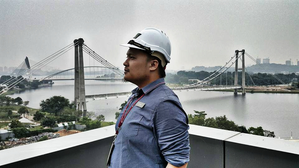 E-mail: tengku_ahmad2000@yahoo.com