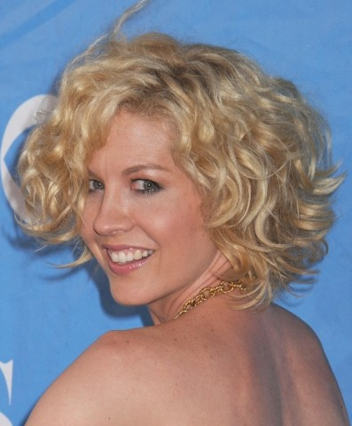 Short Curly Hairstyles 2012 for Women's