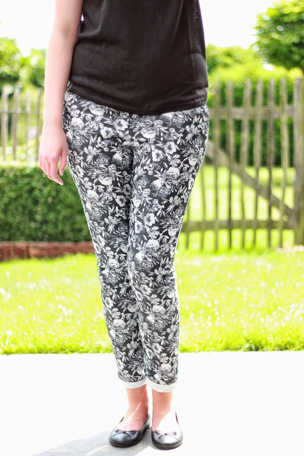 OOTD printed pants geprinte broek grijze  bloemen broek H&M