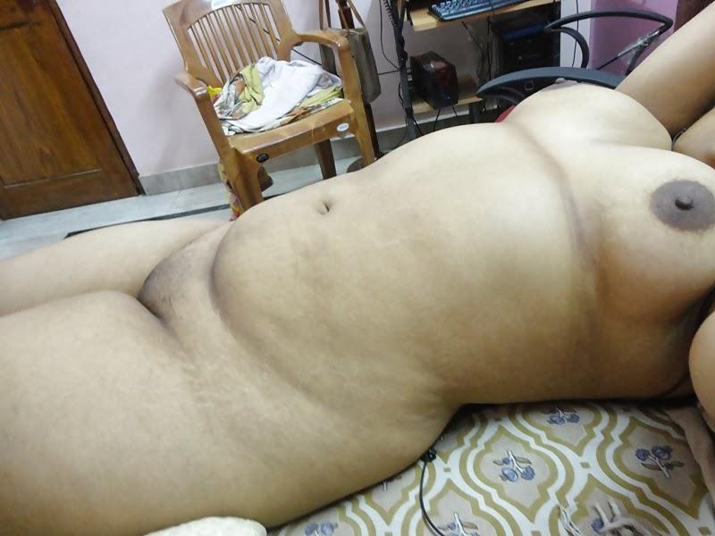 45 year old nude aunty showing shaved nude pussy nangi photo