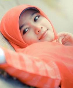 Gadis SMA Berjilbab