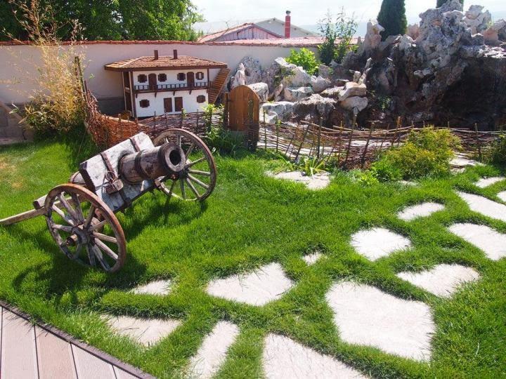 Градина с декорация
