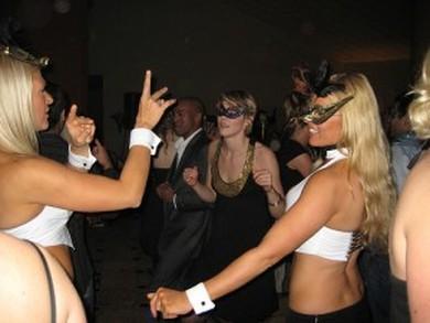 Club nocturno intercambio de parejas córneo