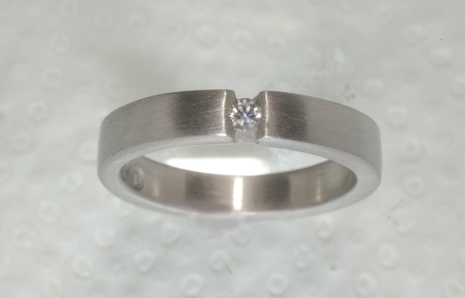 Extrapris på vigselring i palladium med diamant
