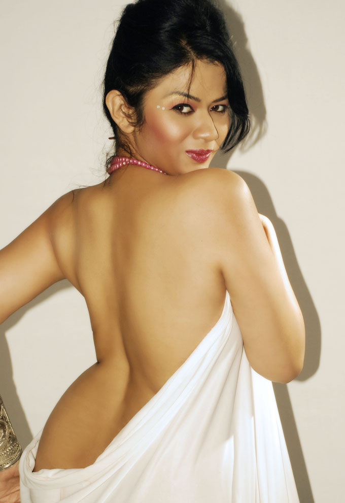 Kamapichachi without Dress http://kamapichachiactress.blogspot.com/2011/09/desi-kamapichachi-photos.html