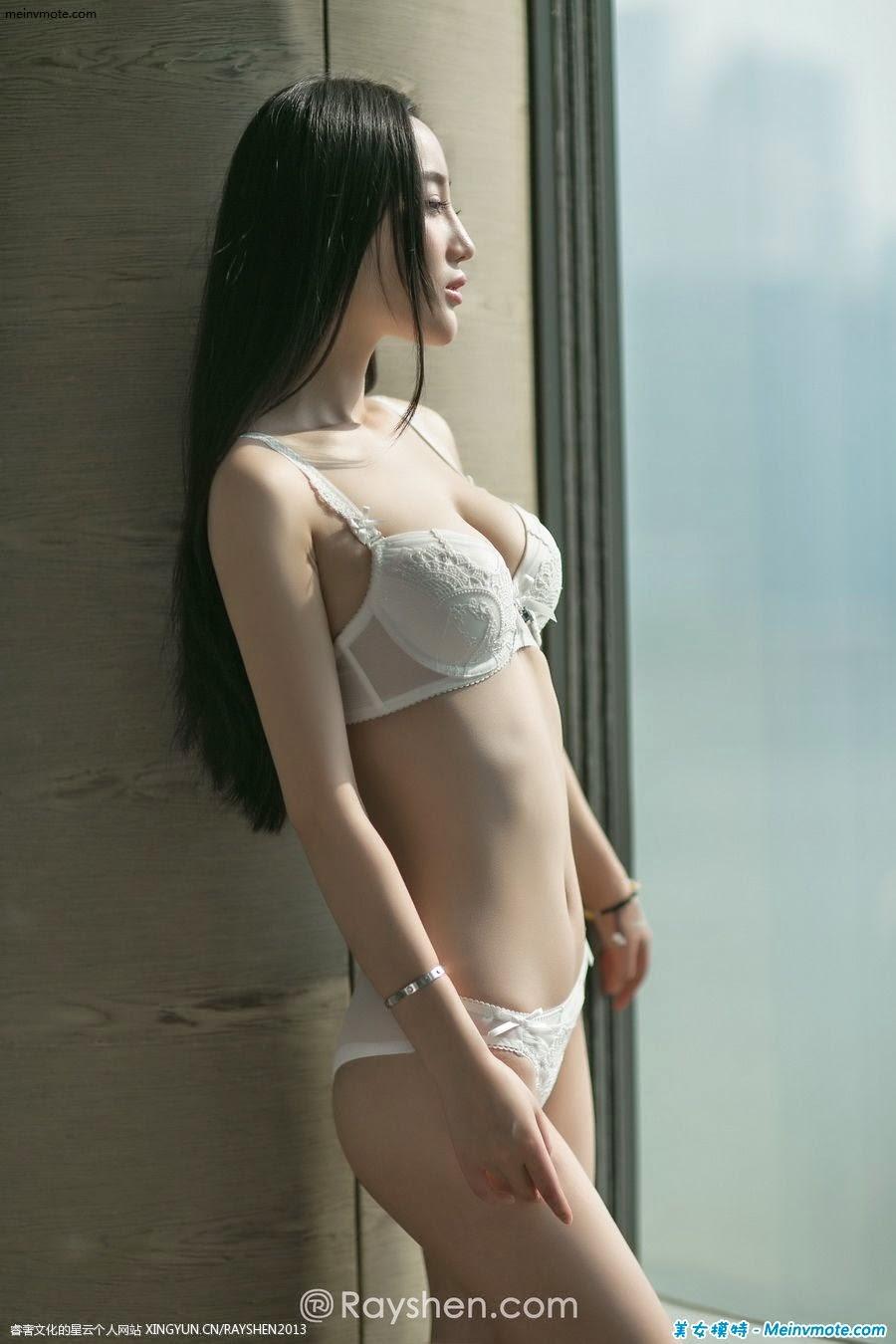 Zhang Wanxin window overlooking the beautiful lace underwear