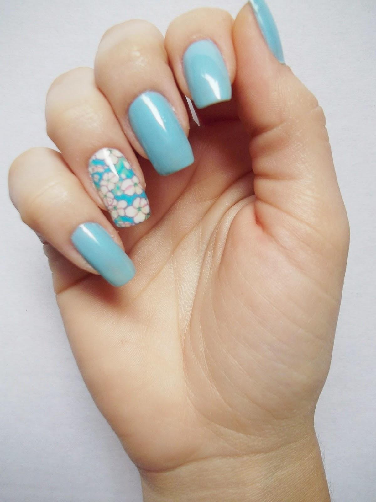 Eu vou de esmalte unha azul com pel cula floral decorar unhas for Decor unhas